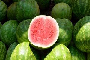 Что нельзя есть в жару: эксперты назвали три самых опасных продукта