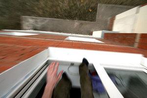 В Червонограде подросток, убегая от охранника, выпал из окна школы