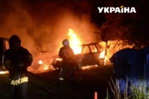 В Ровно вспыхнул масштабный пожар: горели три автомобиля