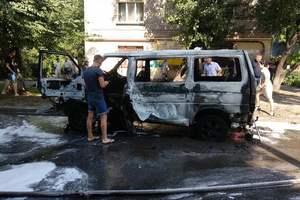 В Каменском на ходу взорвался микроавтобус: водитель в тяжелом состоянии