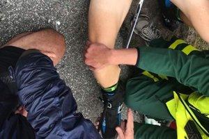 Шокирующая травма: олимпийский чемпион воткнул себе лыжную палку в ногу