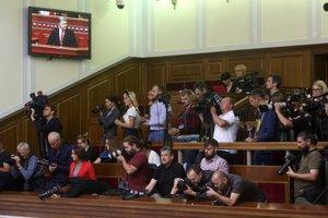 """""""Кнопокдавов"""" больше не увидим: Рада хочет запретить журналистам сьемку депутатов"""