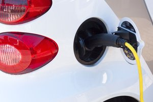 Из-за США в Украине могут подорожать электромобили