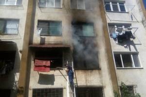 В Ужгороде пылала многоэтажка: пожарные спасли из горящей квартиры двоих детей