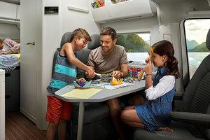 Volkswagen представил двухэтажный дом на колесах - с кухней, спальней и ванной: фото