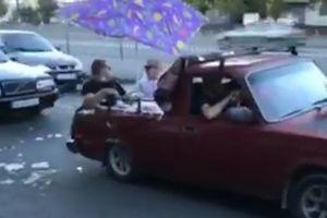 """На дорогах Днепра заметили """"Жигули"""" с бассейном: видео"""