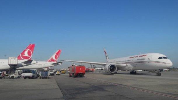В аэропорту Стамбула столкнулись два самолета Boeing