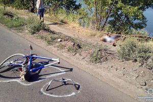 В Донецкой области автомобиль насмерть сбил 61-летнего велосипедиста