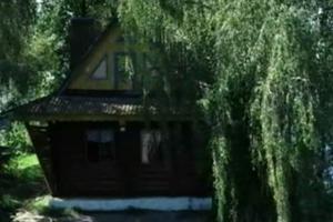Домик на озере в Житомирской области с каждым годом привлекает все больше туристов