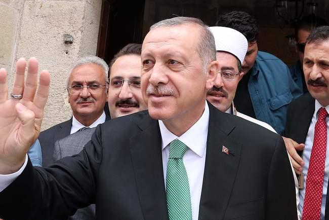 Эрдоган призвал турок не беспокоиться из-за падения лиры к доллару
