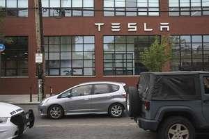 На Илона Маска подали в суд акционеры Tesla