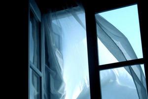 В Киеве голый мужчина выпал с балкона