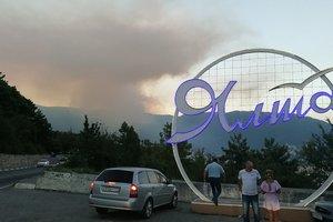 Лесные пожары в Крыму соцсети сравнили с российскими: появились  фото и видео