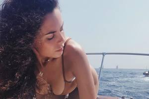 В купальниках и откровенных позах: Настя Каменских показала фото из отпуска