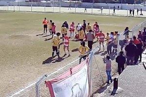 Женские команды устроили массовую драку из-за пенальти