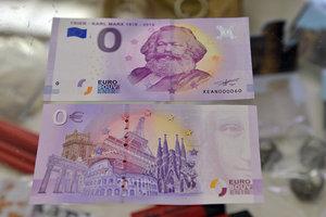 Купюры номиналом ноль евро оказались неожиданно популярными в Германии