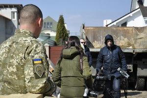 Генштаб хочет ввести аккредитацию волонтеров на Донбассе
