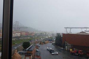 Рухнувший в Генуе мост снесут - замминистра транспорта Италии