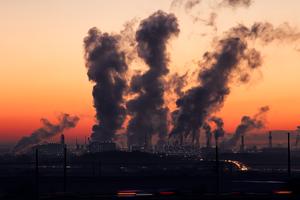 Синоптики рассказали, сколько еще киевляне будут дышать грязным воздухом