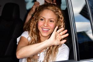 В ажурной мини-юбке: Шакира прогулялась по Нью-Йорку
