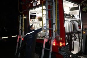 В Киеве ночью сгорели три больших грузовика