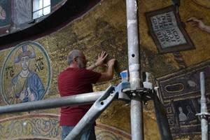 """Секреты """"Софии Киевской"""": на стенах оставляли любовные послания, а лица святых писали с древних киевлян"""