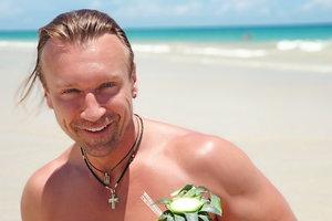 Серфинг, мускулы и ананасы: Олег Винник показал, как отдыхает в Доминикане