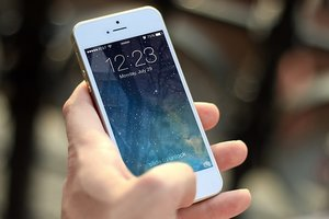 """Украину заполонили """"серые"""" iPhone - эксперты"""