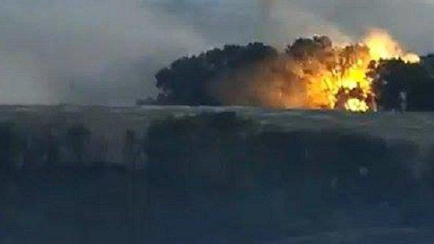 Шесть оккупантов, четыре БМП и грузовик уничтожены взрывом на складе боеприпасов под Желобком, - ИС - Цензор.НЕТ 9548