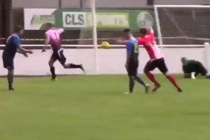 Вратарь забил гол на последней минуте матча и спас свою команду от вылета из Кубка Англии