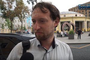 Москвичи: Рубль падает, молитесь богу