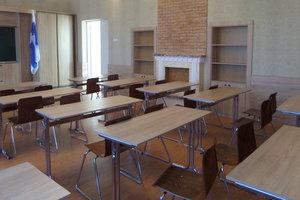 Поборы на парты, воду и мобильный: что творится в школах и законно ли это