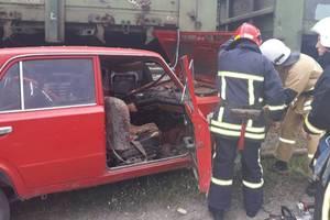 """ДТП в Хмельницкой области: пьяный водитель за рулем """"ВАЗ"""" протаранил поезд"""