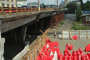 Завтра в Киеве закрывается Шулявский мост: водители ждут коллапса на дорогах