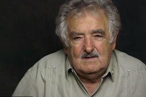 """Самый бедный в мире президент"" отказался от пенсии сенатора"