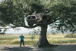 Toyota сняла невероятный ролик с Чаком Норрисом: видео