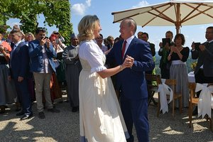 Политолог о визите Путина на свадьбу главы МИД Австрии: