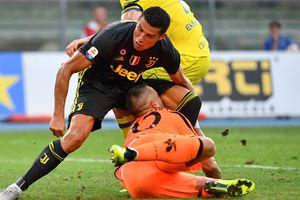 """Вратарь """"Кьево"""" после столкновения с Роналду попал в больницу с переломом носа"""