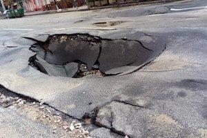 В КГГА рассказали, когда восстановят движение транспорта на ул. Антоновича, где из-за ливня провалился асфальт