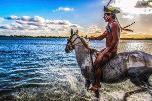 Племена на грани смерти: фотограф показал невероятные обряды дикарей