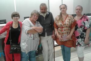 Спасение рядового Зазы: активисты помогли бездомному найти семью и дом
