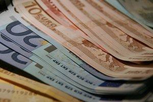 Украинцы в июле продали банкам валюты на 135 млн долларов больше, чем купили