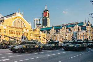 Самолеты, танки и ракетные системы: появились красивые кадры тренировки парада в Киеве