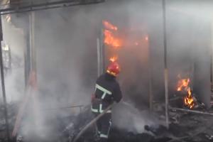 В Хмельницком вспыхнул пожар на вещевом рынке