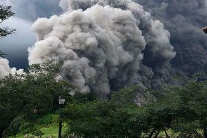 Мощное извержение вулкана началось в Папуа-Новой Гвинее