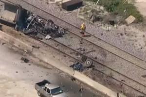 Пассажирский поезд в США протаранил грузовик: двое погибших