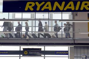 Лоукостер Ryanair изменил правила провоза ручной клади: что можно брать в салон