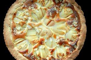 Рецепт дня: яблочно-грушевый пирог со сметаной
