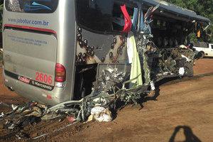 В Бразилии автобус упал с обрыва: погибли люди