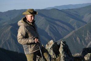 Грибы от Шойгу есть не стал: появилось видео с Путиным на отдыхе в горах